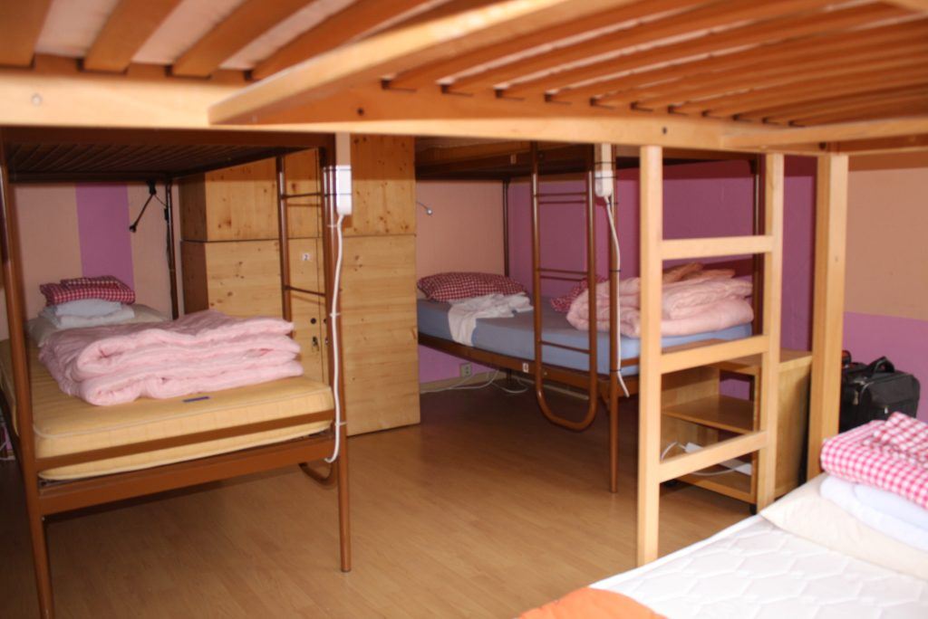 6-bed dorm female 41