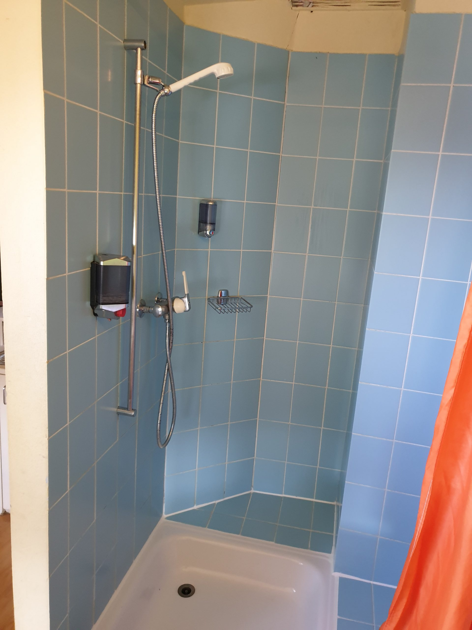 Apartment - shower, room 63