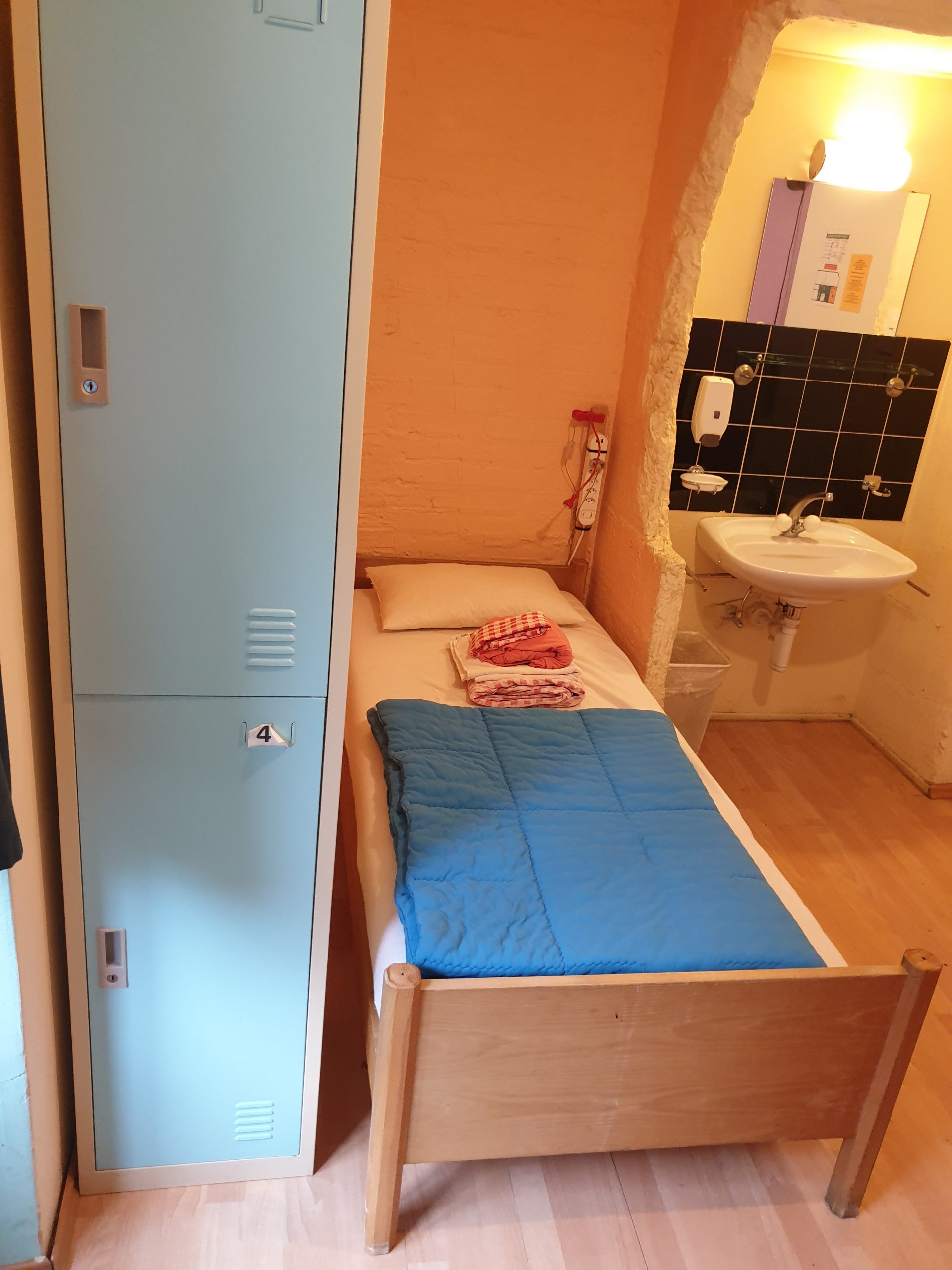 2-bed male 30